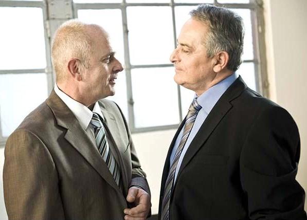 Dos personas hablando - Imagui