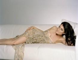 No sabíamos qué poner, así que aquí va una foto sexy, gratuita y de calidad de Lisa Edelstein.